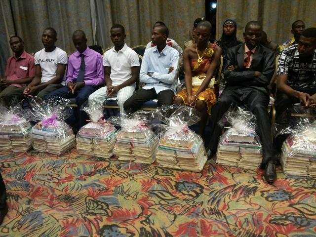 Les 20 candidats retenus ont tous reçu des fournitures scolaires