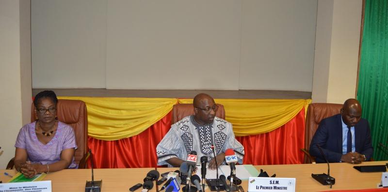 Le présidium de la conférence de presse