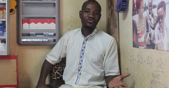 Mustapha Gouba, gérant d'une boutique sur l'avenue Kwamé N'Nkrumah,