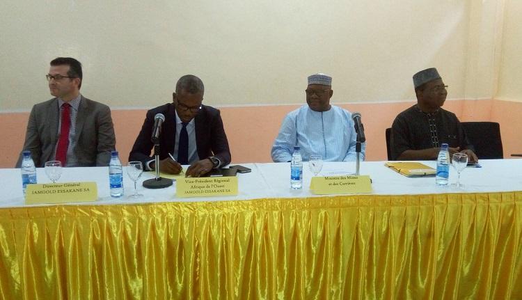 Le Présidium lors de la cérémonie de présentation du Rapport – B24