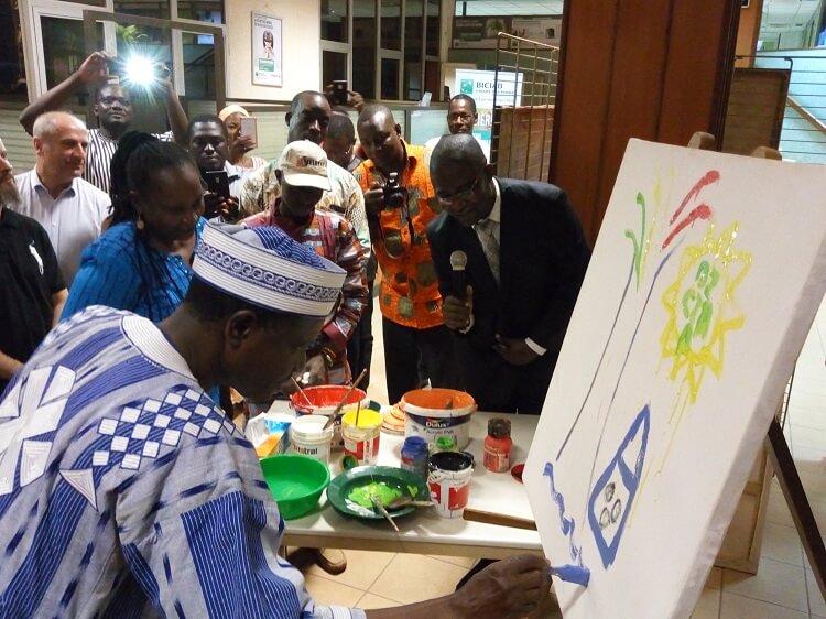 Les officiels se sont essayés à la peinture
