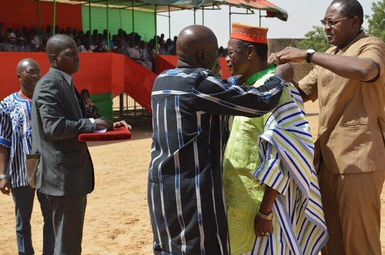 Le Larlé Naba élevé commandeur de l'ordre de mérite du développement rural