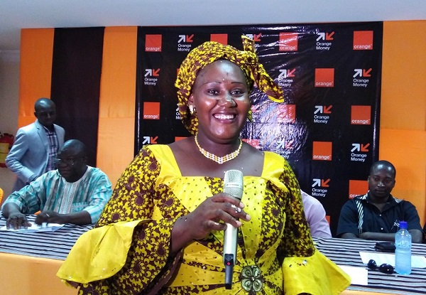 Ramata Marta Mali, sourire aux lèvres après avoir reçu les 10 millions